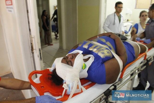 Ana Paula sofreu escoriações pelo corpo e reclamava que cacos de vidro cairam em seu olho. Foto: Manoel Messias/ Mil Noticias