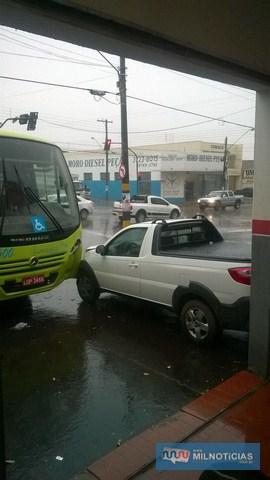 Chovia forte n o momento do acidente e pista estava escorregadia. Foto: Internauta