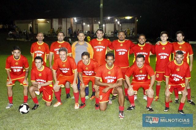 Ex-jogadores profissionais Fabrício Carvalho e 'Preguinho', ao lado do jogador Cadú. junto com os novos convidados. Foto:  Manoel Messias/ Agência
