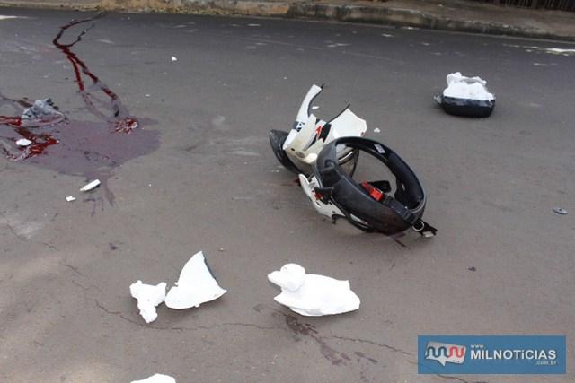 Capacete usado pelo rapaz ficou totalmente destruído. Foto: MANOEL MESSIAS/Mil Noticias