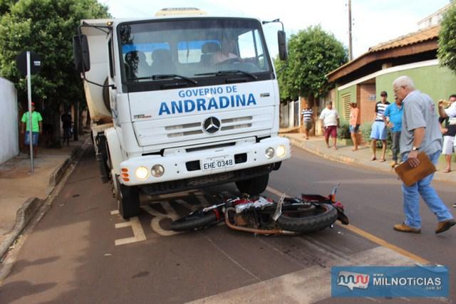 Motorista do caminhão da Prefeitura de Andradina disse que não teve como evitar o acidente. Foto: Manoel Messias/Mil Noticias