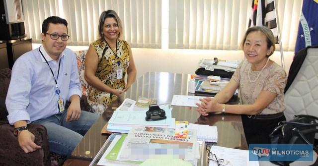 Nova coordenação do Projeto Guri de Andradina se apresenta para a prefeita Tamiko. Foto: Secom/Prefeitura
