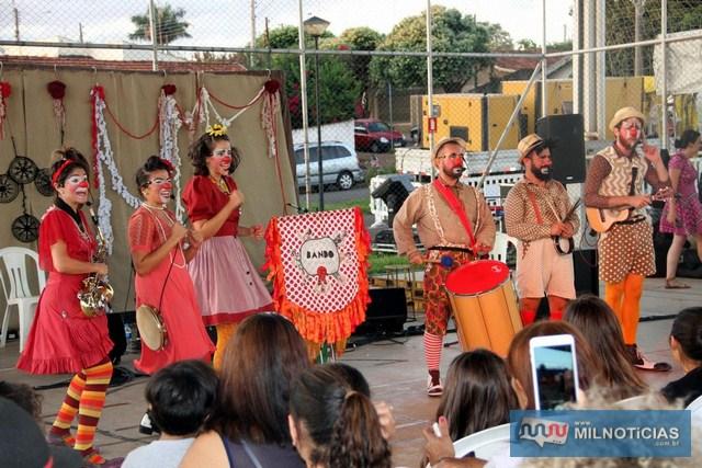 Circuito Sesc de Artes realizado no último sábado (13), na praça CEU, foi sucesso de público. Fotos: Secom/Prefeitura