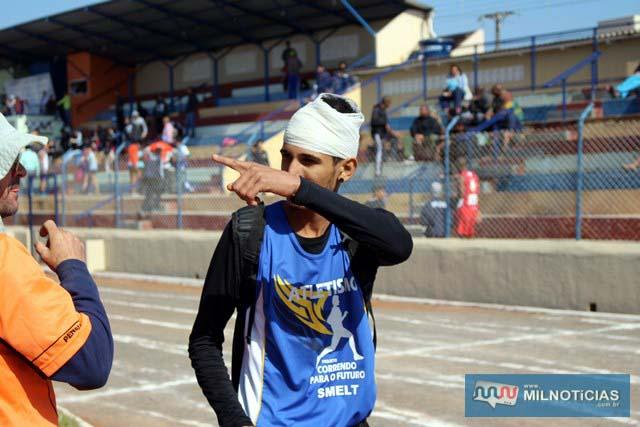 Atleta se machuca na cabeça durante prova. Fotos: Manoel Messias/Mil Noticias