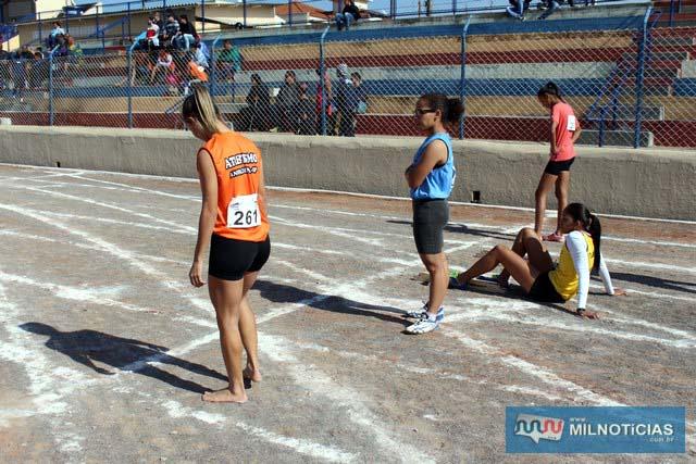 Representante de Andradina corre sem sapatilha. Fotos: Manoel Messias/Mil Noticias