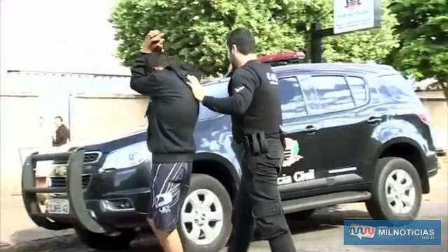 Condenado é encaminhado para a cadeia de Pereira Barreto. (Foto: Reprodução/TV TEM)
