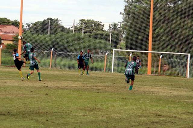 Crianças de 8 a 15 anos poderão se inscrever na Escolinha de Futebol do campo do Guarani, a partir das 8h30. Foto: Secom/Prefeitura