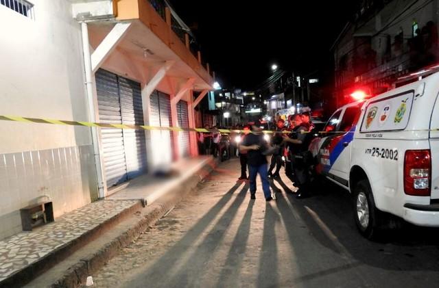 Crime ocorreu na rua 1º de maio, no bairro Compensa, Zona oeste de Manaus (Foto: Ive Rylo/G1AM).