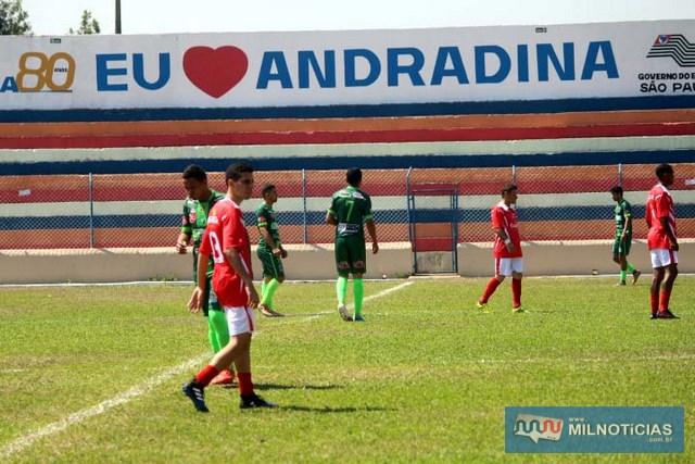 União (vermelho e branco), ficou no empate com o Porto (verde), em 1 a 1. fotos: MANOEL MESSIAS/Agência