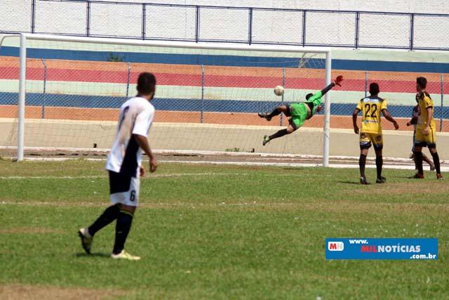 Golaço de Marcinho Richardes lembrou os velhos tempos de profissionalismo. Foto: MANOEL MESSIAS/Mil Noticias