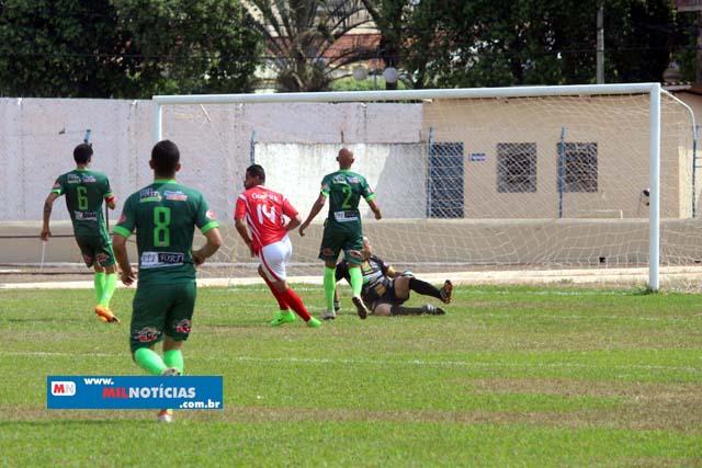 União (vermelho e branco), empatou uma por 1 x 1 e  venceu o Porto (verde),  na semifinal, por 2 a 1. Fotos: MANOEL MESSIAS/Mil Noticias.