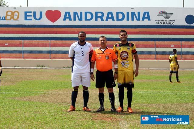 Arbitro Pipino (laranja e preto), contou valiosos pontos para estar na final entre as duas equipes finalistas. Foto: MANOEL MESSIAS/Mil Noticias
