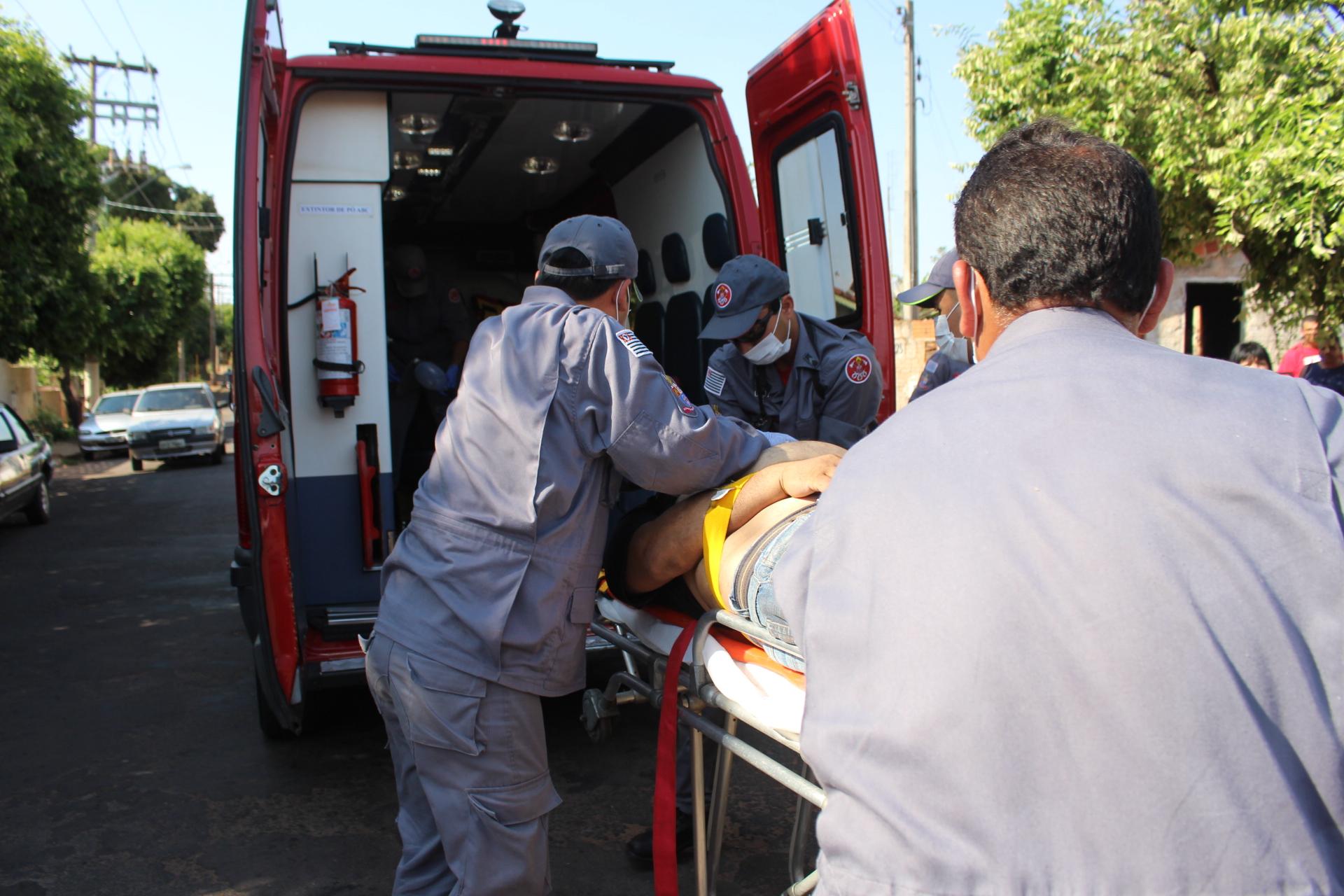 foi tentado pelos bombeiros procedimentos de reanimação, como massagem cardíaca, mas vítima não resistiu, entrando em óbito. foto: MANOEL MESSIAS/Agência