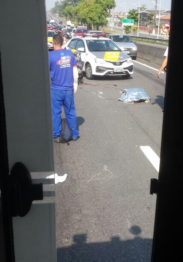 Jovem morreu em acidente de trânsito, em Praia Grande (Foto: G1 Santos).
