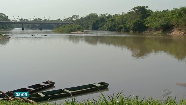 Corpo da adolescente de 16 anos, que se afogou no Rio Paraguai, foi encontrado pelos bombeiros em Barra do Bugres (Foto: TVCA/Reprodução).