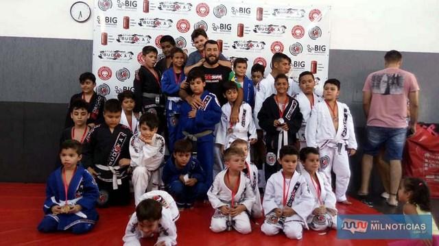 Crianças de 4 a 10 anos participaram de importante competição esportiva, fortalecendo sua auto-confiança. Fotos: Whats Ap/Divulgação