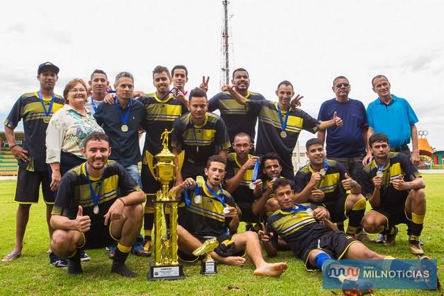 Equipe do Elias Lanches é a grande campeã do Varzeano 2017, de Castilho. foto: Portal Castilho