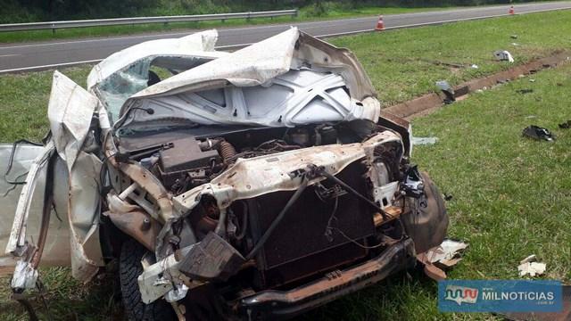 Veículo ficou destruído ao capotar várias vezes em Guaraçaí (Foto: Cláudio Júnior/Arquivo pessoal)
