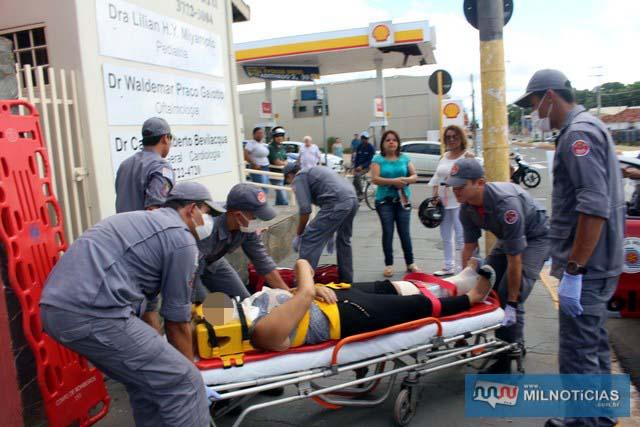 Vítima sofreu pancada na perna esquerda e foi socorrida pelos bombeiros ao pronto atendimento municipal. Foto: MANOEL MESSAIAS/Agência