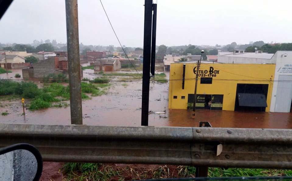 Empresa Estilo Box, localizada na marginal da Rondon, ficou completamente alagada. Foto: Whats ap