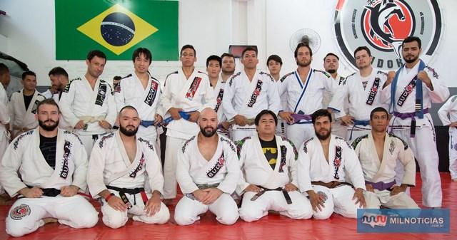 Academia Budokai Jiu Jtsu promoveu graduação e troca de faixa. fotos: Academia Budokai e Manoel Messias/Agência