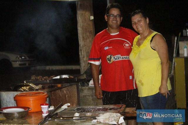 Caseiros da Chácara Sertanejo prepararam um churrasco ao final da competição. Foto: MANOEL MESSIAS/aAgência