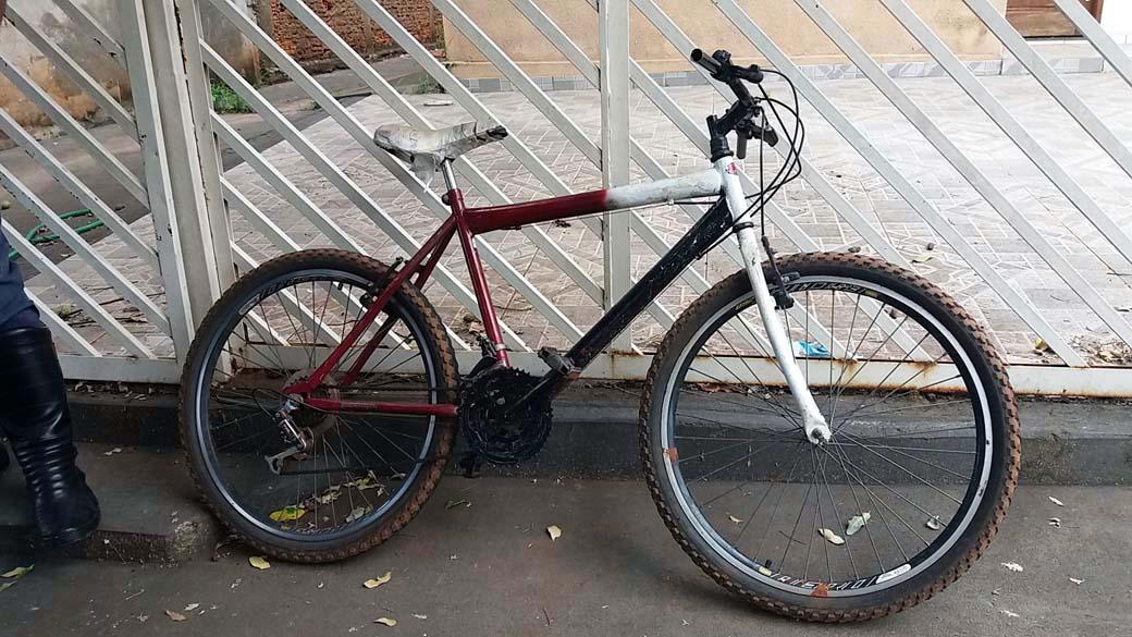 Bicicleta utilizada pelo criminoso foi apreendida pela Polícia Civil. FOTO: MANOEL MESSIAS/Agência
