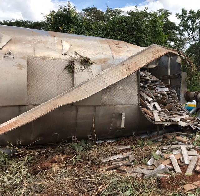 Droga espalhou para fora do tanque (Foto: PRE/Divulgação).