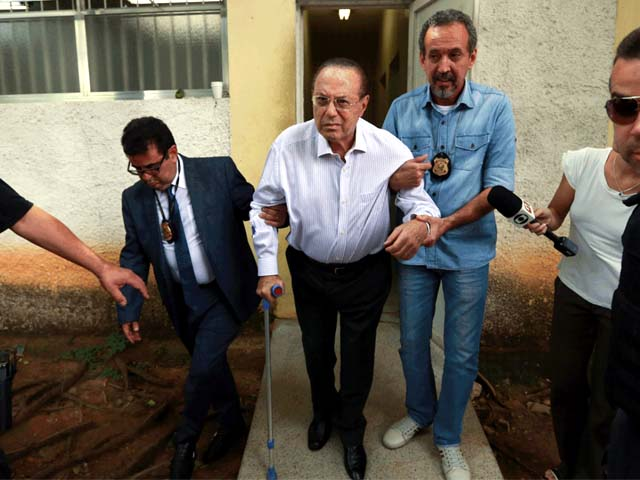 Maluf foi levado para o IML da Vila Leopoldina, em São Paulo, para fazer exame de corpo de delito (Foto: Tiago Queiroz/Estadão Conteúdo)