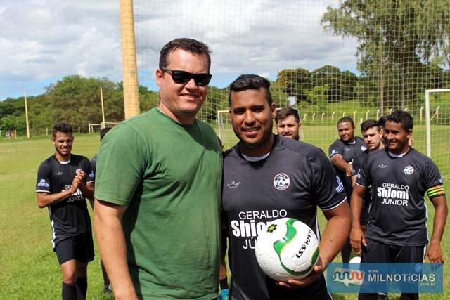 Todas equipes participantes receberam bolas. Foto: MANOEL MESSIAS/aAgência
