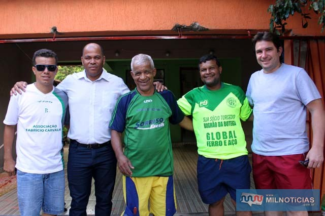 """A partir da esq., Silvano, vereador Hernani, Zequinha, Ivan """"Boca"""" e Maurício Carneiro. Foto: MANOEL MESSIAS/Agência"""