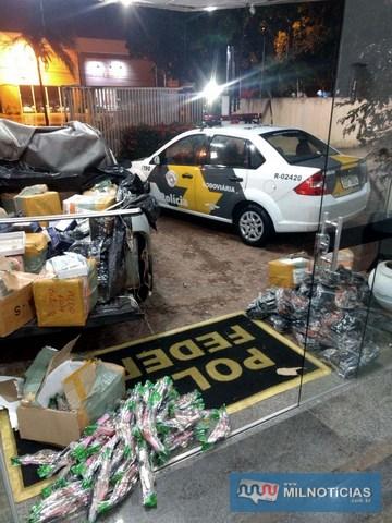Policiais rodoviários localizaram picape com grande volume de contrabando de relógios. Fotos: Polícia Rodoviária/Divulgação