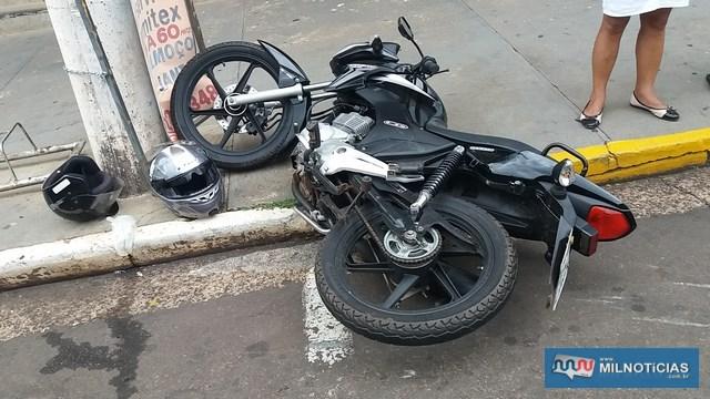 Motocicleta sofreu algumas avarias, como quebra do retrovisor direito, riscos na carenagem, entortamento da pedaleira direita. Foto: MANOEL MESSIAS/Agência