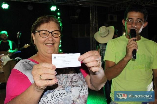 Prefeita Fátima realizou sorteio de motos aos munícipes em dia com seus impostos. Fotos: Assessoria de Comunicação