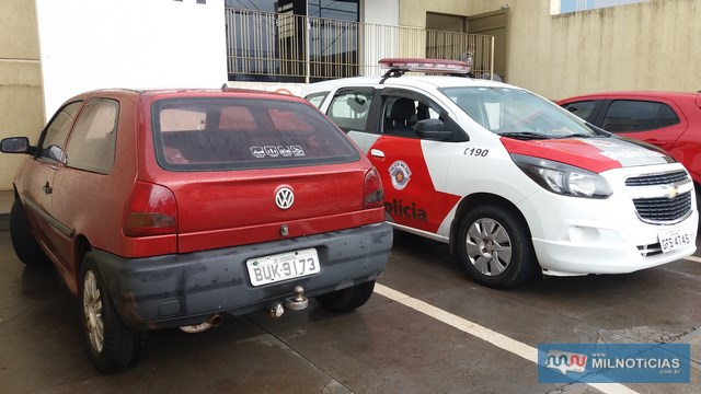 Veículo Gol, na cor vermelho, usado pelo acusado foi apreendido porque ele não possuía habilitação. Foto: MANOEL MESSIAS/Agência