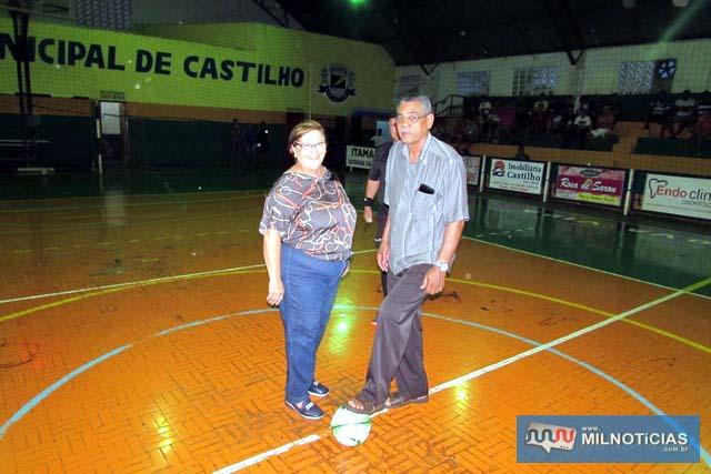 Prefeita Fátima Nascimento deu o pontapé inicial ao lado do diretor de Esportes, subtenente Edvaldo. Foto: Assessoria de Comunicação