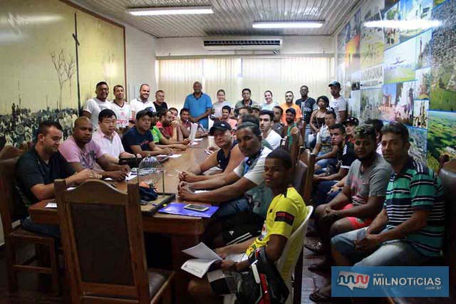 Sorteio definiu chaves do Campeonato Futsal de Férias 2018, na noite da última quinta-feira. Foto: Secom/Prefeitura