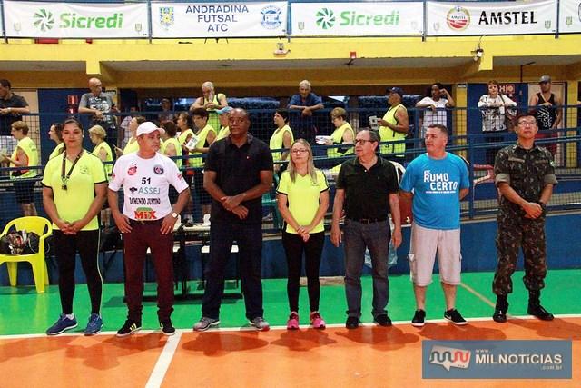 Autoridades políticas e militares na abertura do Futsal de Férias 2018, em Andradina. Foto: Secom/Prefeitura