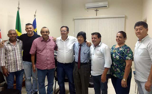 Prefeito e vice de Guararapes com deputado federal Sinval Malheiros e o ex-prefeito de Andradina, Jamil Ono: Assessoria de Imprensa