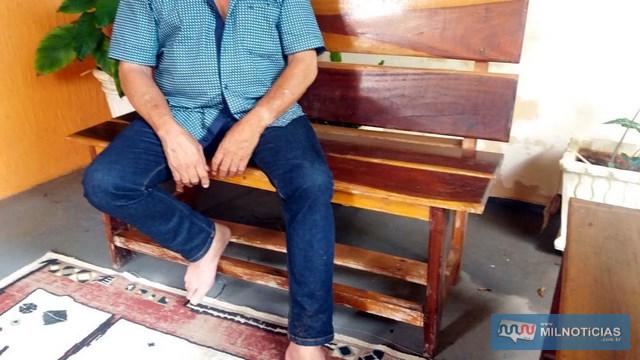 Taxista apresentava lesões no pescoço e nos dois braços, provocadas pelos bandidos. Foto: MANOEL MESSIAS/Agência
