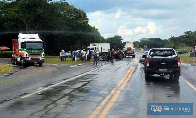 Acidente com vítima fatal aconteceu no trevo da cidade de Barbosa. (Foto: Whats Ap internauta)