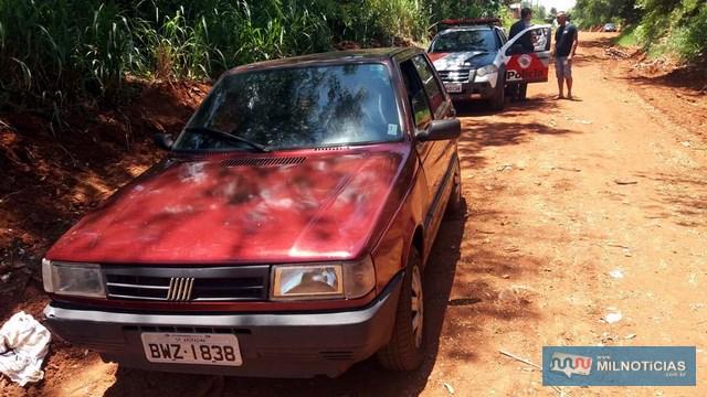 Veículo foi abandonado no prolongamento da rua São Sebastião, quase cruzamento com o prolongamento da rua Paes Leme, no PJ. Foto: MANOEL MESSIAS/Agência