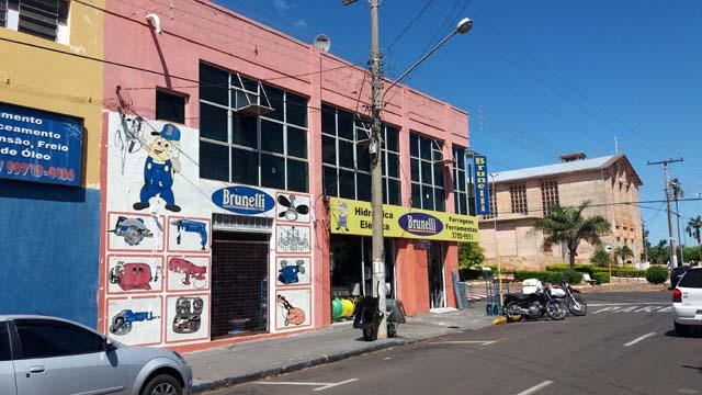 Painel publicitário seria instalado na fachada central da loja. /foto: MANOEL MESSIAS/Agência