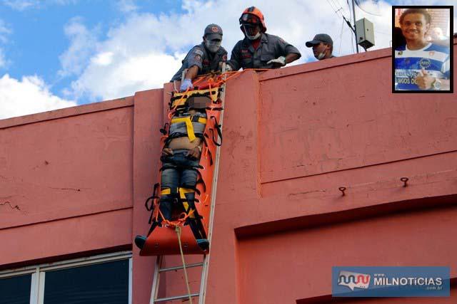 'Vertin' (detalhe), dono da VC Publicidade entrou em óbito ainda sobre o telhado. Foto: MANOEL MESSIAS/Agência