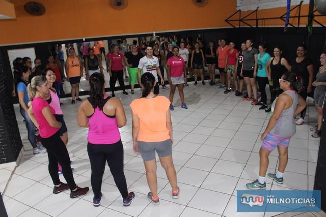 Diversas atividades físicas foram desenvolvidas para as mulheres da academia. Foto: MANOEL MESSIAS