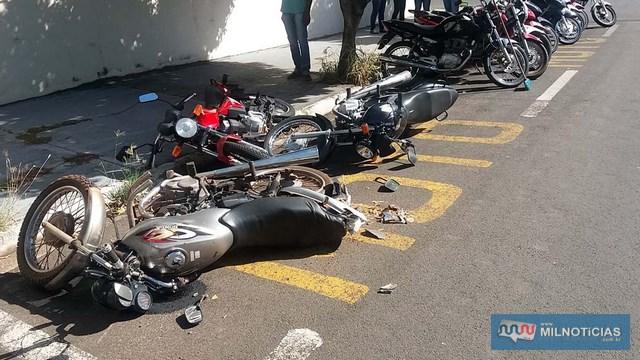 Motocicletas foram atingidas quando estavam em um bolsão localizado no cruzamento das ruas Benjamin Constant com São Paulo. Foto: MANOEL MESSIAS/Agência