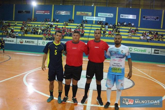 A partir da esq., Marcinho, capitão do Grub, ábitros 'Lera' e Jr Lossávaro, e 'Puff', capitãodo Sereno. Foto: MANOEL MESSIAS