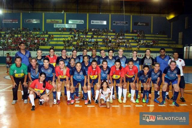 Antes da decisão do Futsal houve uma partida amistosa entre os times femininos da Secretaria de Esportes (vermelho), e Cruzeiro/Basilio Center Sport (azul). Foto: MANOEL MESSIAS