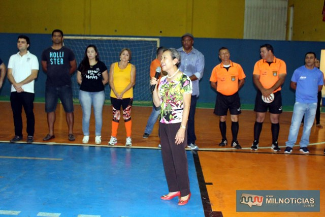 Prefeita Tamiko fala aos presentes durante abertura do evento final do futsal. Foto: MANOEL MESSIAS