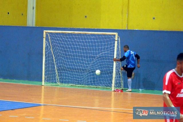 O bom goleiro Daniel não esperava levar um gol nessa situação. Foto: MANOEL MESSIAS